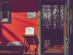 赤い壁のCafe