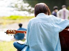 河原のミュージシャン
