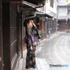 竹原の町並みにたたずむ浴衣美人