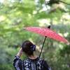 着物女性と和傘