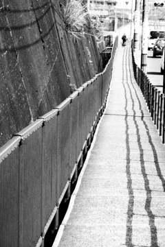 道の上を流れる長~い川