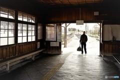 美濃赤坂駅列車に乗り込む