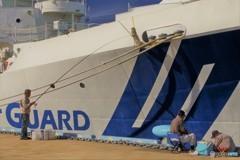 海王丸パーク4(海上保安庁「やひこ」と釣り人)