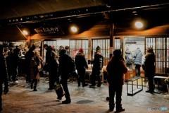 ライトアップ4(白川郷夜の土産物店の混雑)