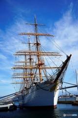 海王丸パーク2(青空と帆船)