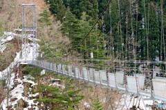 吊り橋冬準備