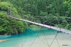 ダム湖と吊り橋1