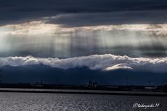 街中の雲海と光芒