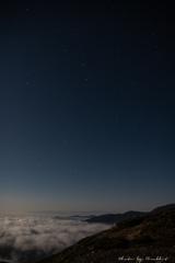 漂う雲海、北の星空