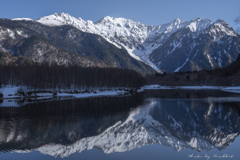 春を待つ大正池と穂高岳