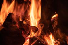 焚き火を囲んで語らう今宵