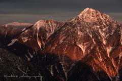 朝陽を浴びて甲斐駒ヶ岳