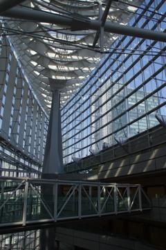 東京国際フォーラムとビル