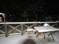 雪の夜のデッキ