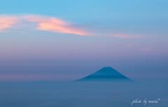 染まる雲と富士山