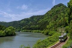 青空と新緑と阿賀野川