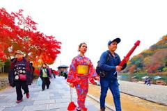 絶対日本人ではない和装の女性 2