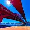夏空の赤い橋
