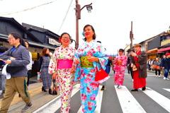 絶対日本人ではない和装の女性 3