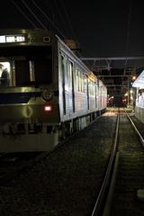 夜の電車とホーム