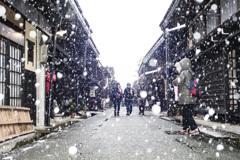 雪の高山三之街