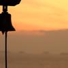 夕焼けに鐘が鳴る
