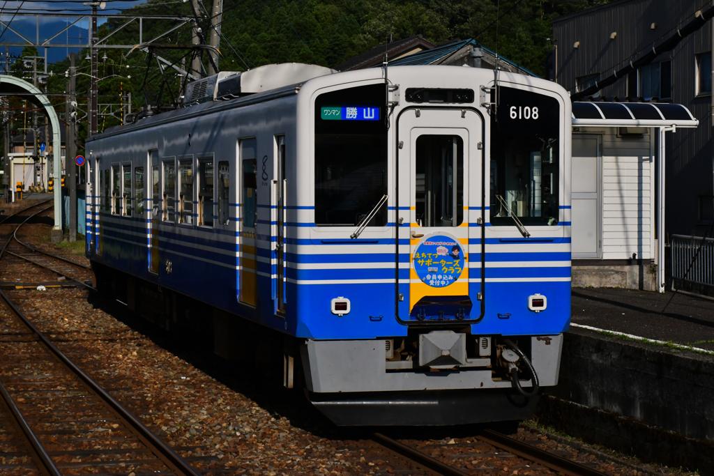 発坂駅にて。
