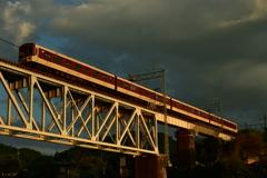 橋梁を征く。