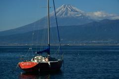 ヨットと富士山。