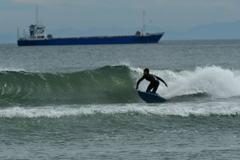 波と遊ぶ。