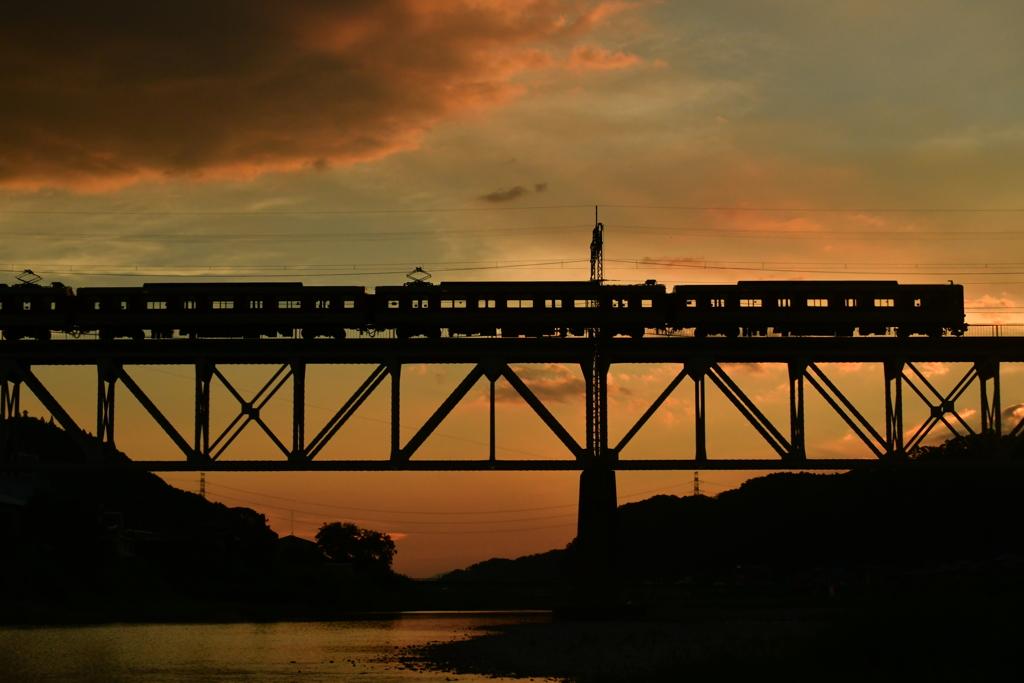 夕暮れ列車。