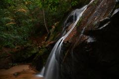 美しき滝。