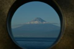 覗けば富士の山。