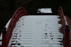 雪の太鼓橋。