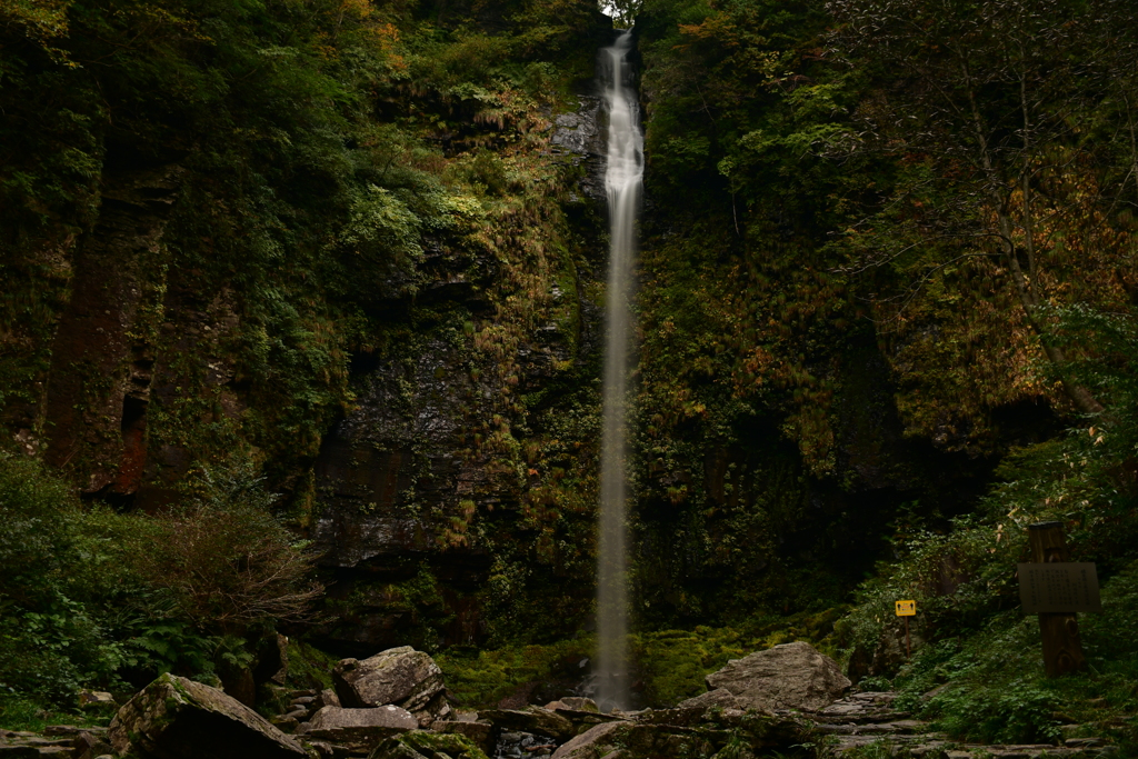 静かなる滝。