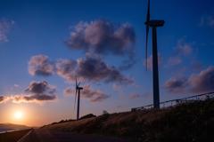 風車と夜明け