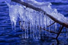 凍てつく湖畔