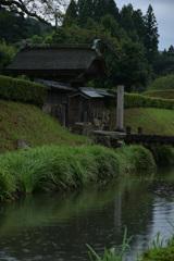 雨の日の唐門