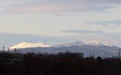 遠くに見える樽前山