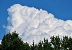 不安定な大気の雲