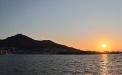 山と海と夕陽