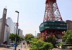 札幌散歩26 テレビ塔側面と大通公園