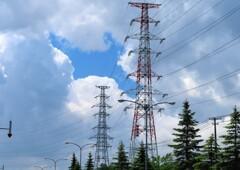鉄塔と雲の穴