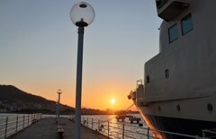 ランプと船と夕陽