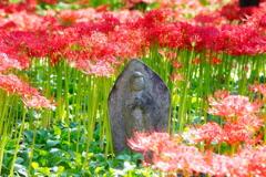 「石仏と彼岸花」