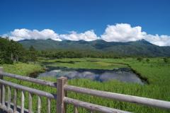 知床五湖と知床連山…