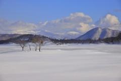 湖上の雪景色