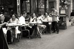パリ大学近くのカフェにて