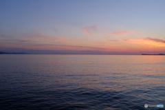 空と海を隔てる直線