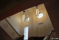 一階から見た二階の窓